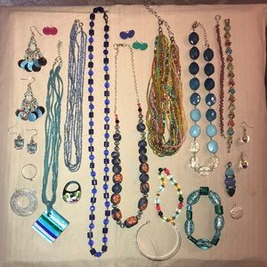 Jewelry - Lot of fashion jewelry (2)